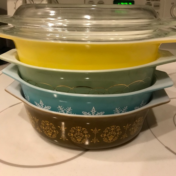 cheap for discount b49a5 f0f21 Vintage Pyrex bowls set of 4
